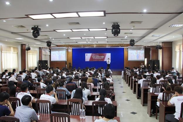 hơn 1000 sinh viên nhập học tại trường bách khoa sài gòn