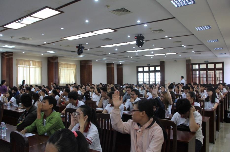 Tưng bừng chào đón 300 bạn tân sinh viên nhập học đợt 4