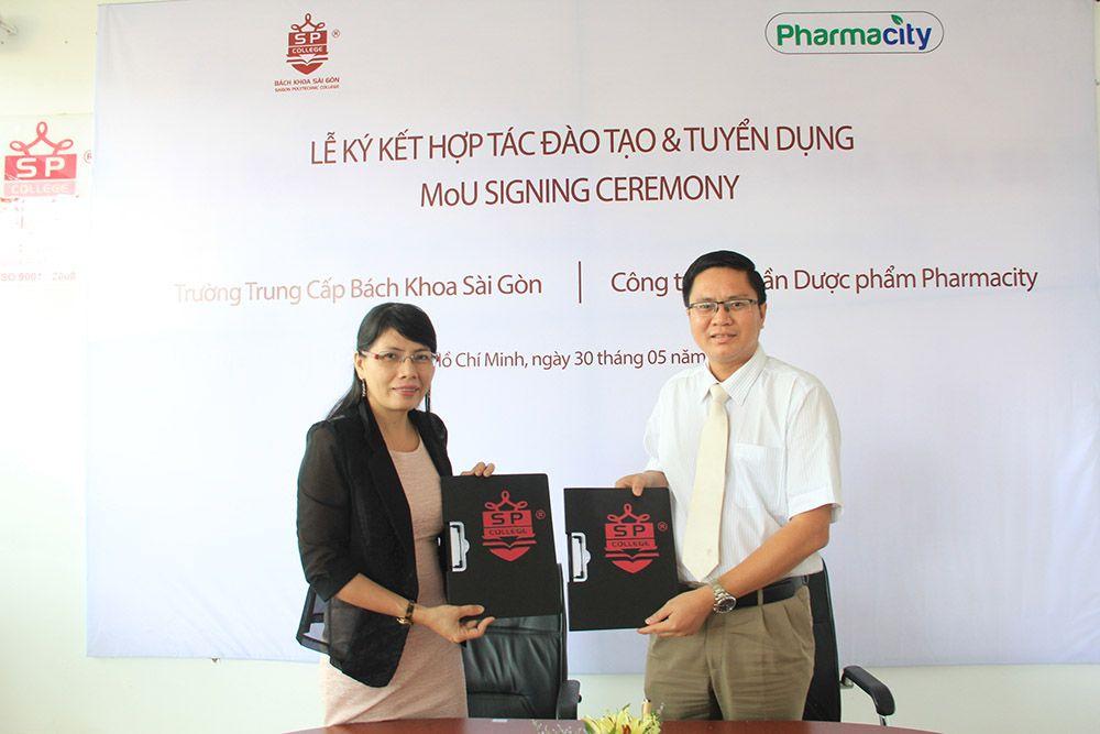 trường trung cấp bách khoa sài gòn và công ty dược pharmacity ký kết hợp tác