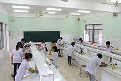 quang cảnh phòng thực hành ngành dược sĩ