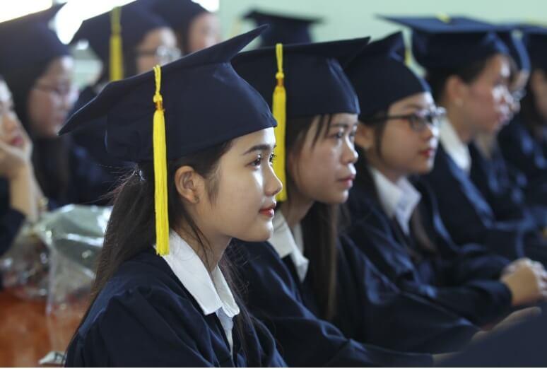 học sinh trong lễ tốt nghiệp