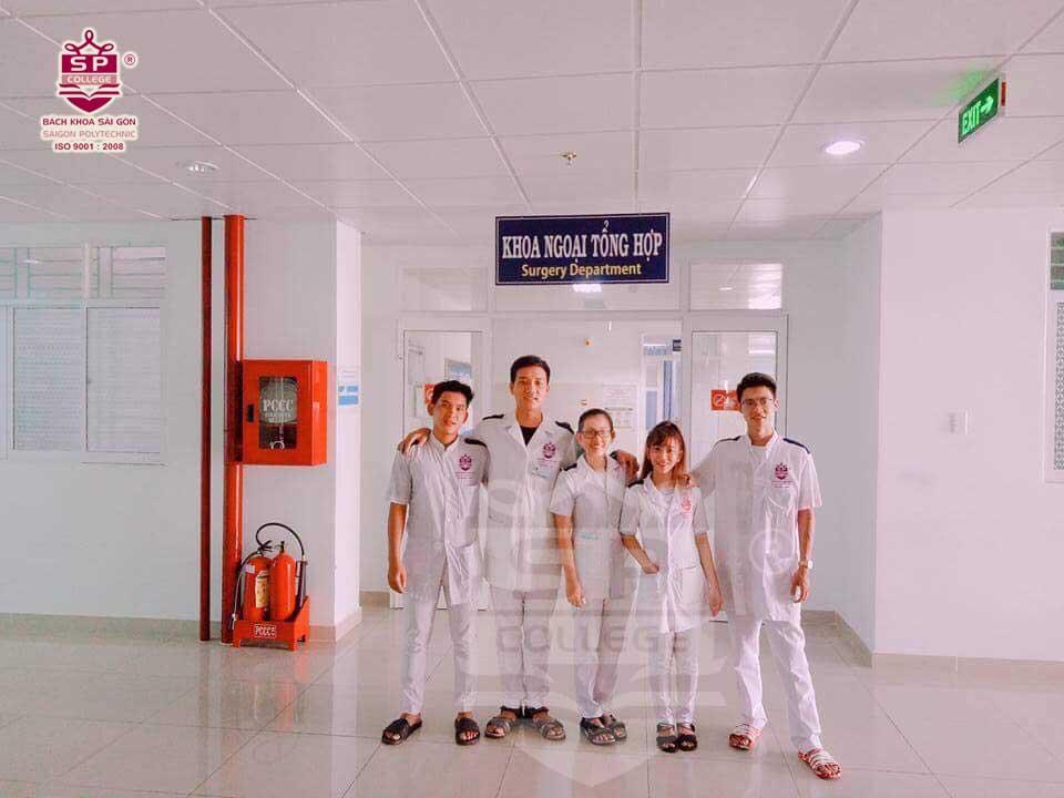 ngành trung cấp điều dưỡng học sinh thực tập tại bệnh viện