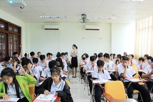 học sinh trường trung cấp