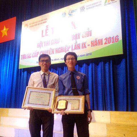 Thầy Đoàn Hữu Văn và thầy Mai Văn Vĩnh đạt thành tích giải ba tại Hội thi