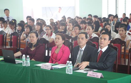 Lãnh đạo Sở GD&ĐT cùng Lãnh đạo nhà trường và IIG Việt Nam