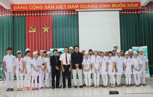 Học sinh - Sinh viên chụp hình lưu niệm