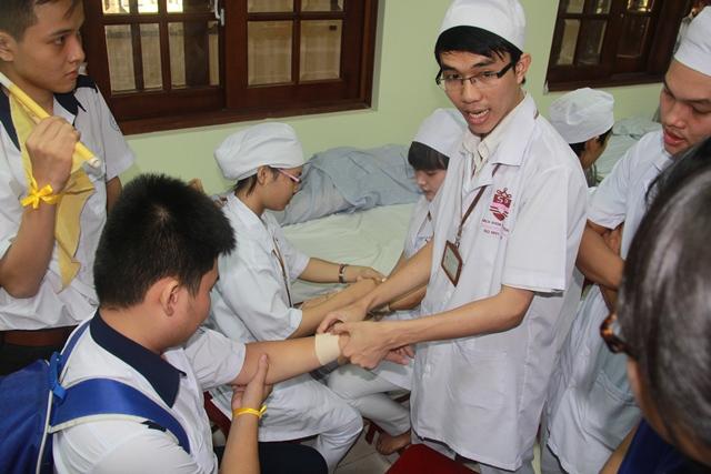 Học sinh THPT Quận Phú Nhuận trải nghiệm ước mơ nghề Điều Dưỡng tại Trường Trung cấp Bách Khoa Sài Gòn